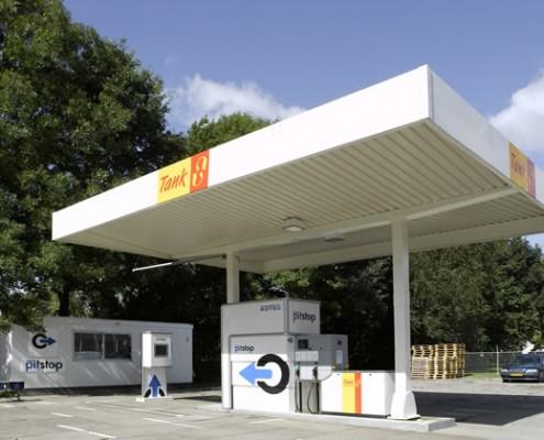 de eerste geautomatiseerde tankstations