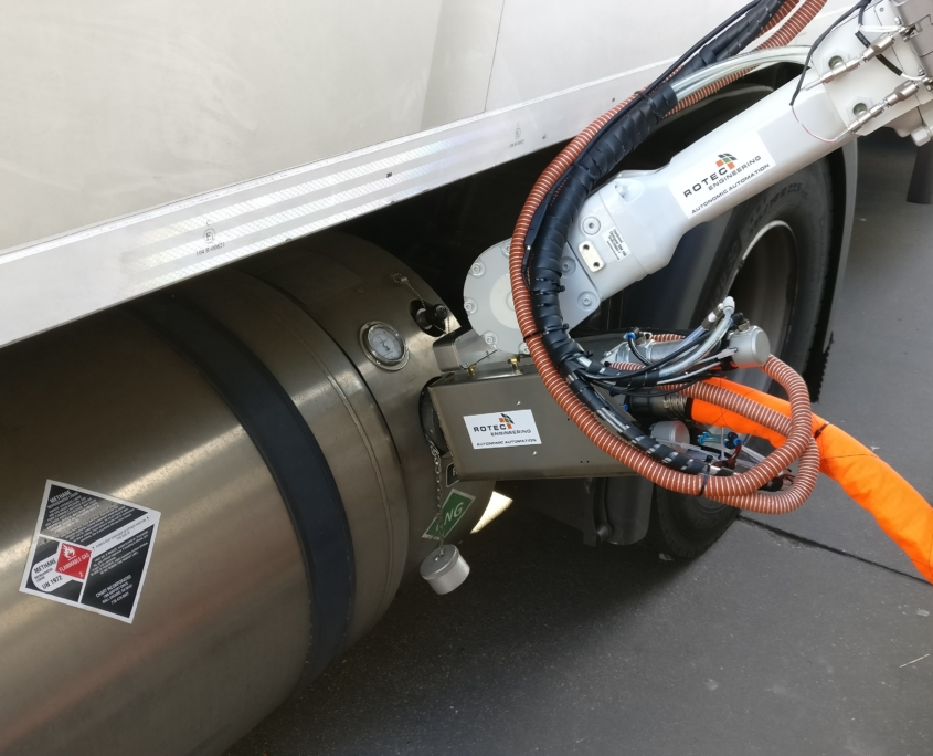 LNG autonomous fuelling system attachment